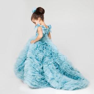 Vestidos formales de niña de Sky Blue Arco Lentejuelas espaguetis Top con volantes Parte inferior Parte inferior Vestidos de niña con flores Tren de barrido Vestir para desfile
