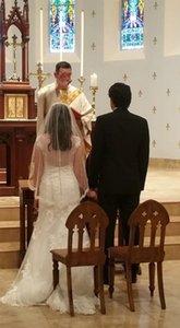 Voile de mariée court pour mariage mi-longueur avec bordure en dentelle et peigne hanches longueur blanc ivoire noir champagne