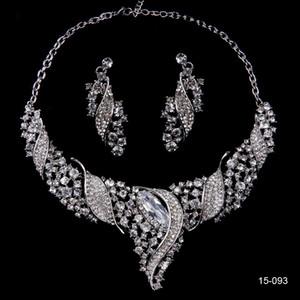 Los pendientes brillantes del collar de los Rhinestones de lujo fijan la joyería nupcial para los vestidos del banquete de boda