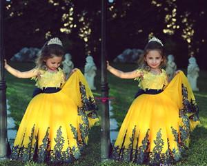 Cheap 2021 Abiti da ragazze del fiore della princessella della principessa della principessa sveglia dei vestiti dei fiori con le maniche corte del cappuccio del cappuccio del cappuccio del collo di pizzo nero delle ragazze Abiti da alettatura delle ragazze