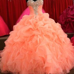 2015 Quinceanera Dresses 매력적인 코랄 볼 가운 코르셋 댄스 파티 아가씨 비즈 Crystal Ruched Organza 플러스 사이즈 정식 가운