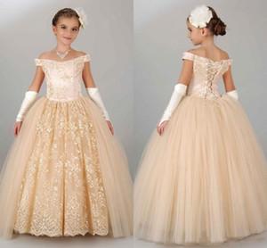 2020 Ucuz Champagne Prenses Çiçek Kız Elbise Doğum Kız Yarışması törenlerinde İçin Düğün Kapalı Omuz Dantel Tül Kabarık Partisi Çocuklar İçin