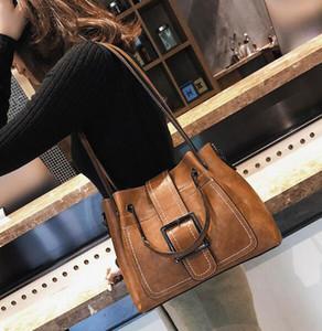Winter retro bucket bag female 2018 new fashion handbag wide shoulder strap large Messenger bag casual shoulder bag