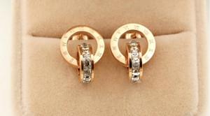 Nouvelle version coréenne du diamant ultra-flash carré romain à double tête clouté dames mode titane acier boucles d'oreilles sauvages bijoux