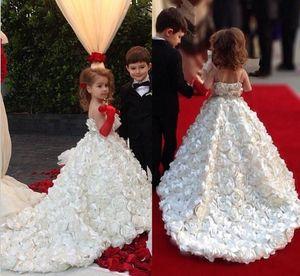 Nuevos blancas preciosas muchachas de flor vestidos para el partido muchacha de los niños bodas flores hechas a mano de barrido del tren del cumpleaños del partido de Navidad del desfile de los vestidos