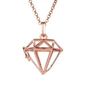 Geometrische Diamant-förmige hohle Aromatherapie-wesentliches Öl-Diffusor-Anhänger-Medaillons Frauen 2018 Art- und Weisemetalllegierungs-Halsketten-Anhänger-Schmucksachen
