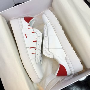 Fashion Rivet Flat skate shoes White Black Red Men Women First layer cowhide Breathable Shoe Open Low Mens sports Sneakers