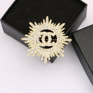 Small Sweet Wind Sunflowers Designer Brooch Women Full Crystal Rhinestone Letter Brooches Suit Pin Fashion Jewelry Clothing Decoration High Quality Accessories