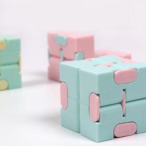Fidget Brinquedos Mini Infinity Cube Brinquedos para aliviar a ansiedade do estresse Adequado para crianças Adulto Divertido Magic Cube Decompression Toys