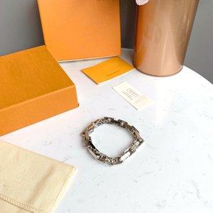 2021 Fashon Love Bracelet Luxurys Designer Necklace Women Mens Bracelets Simplicity Senior Necklaces Delicate Versatile Bracelet