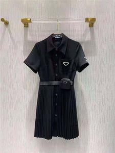 Chemise pour femme pour printemps estival Outwear style décontracté avec lettre de budge Lady Slim Robes Ceinture Jupe plissée Bouton Zipper Buste Tops