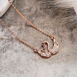 Hot Selling Short Collarbone Chain Female Rose Gold Swan Pendant Alloy Diamond Animal Necklace