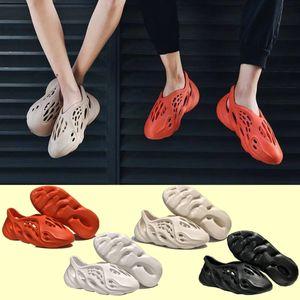 2021 kanye sandals shoes foam runner triple black white red Slide bone resin desert sand earth brown men women slipper sneakers