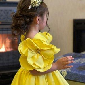 2021 Short Spaghetti Flower Girl Dresses Ball Gown Hand Made Flowers Satin Lilttle Kids Birthday Pageant Weddding Gowns