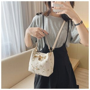 2021 new sweet series embroidered one fashion foreign style thin shoulder belt slung Bucket bag