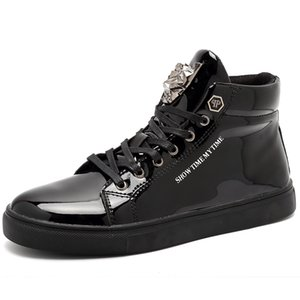 Skate shoes Skateboard Shoes Trend Fashion Punk Men Casual Lacquer Shiny Big Size Sneakers High 210826