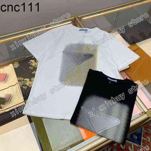 21SS Uomo stampato T-shirt Designer Gradiente triangolo lettere stampa vestiti manica corta Mens camicia tag bianco nero 09