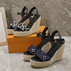 الفاخرة شقة صندل تصميم التطريز الأسود النعال الضحلة الشاطئ الترفيه داخلي الدانتيل قفل مربع مجموعة كاملة أحذية رجالي الاطفال الشرائح