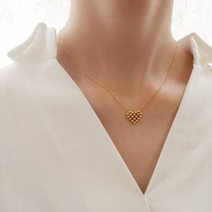 Pendant Small bead super cute peach heart necklace collarbone chain titanium steel plated 18K real gold anti allergy p562