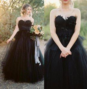 فريدة من نوعها فساتين الزفاف القوطية الأسود ألف خط الطابق طول blac فساتين الزفاف حمالة الرمز البريدي الخلفي البلد في الهواء الطلق marraige