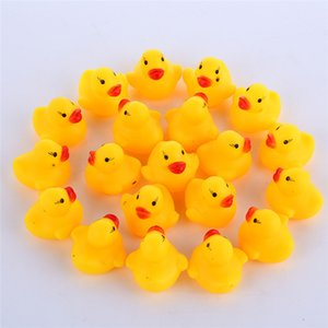 Wholesale 100pcs Baby Bath Water Duck Mini Floating Yellow Rubber Ducks with Sound Children Shower Swimming Beach Play Toy Set 688 X2
