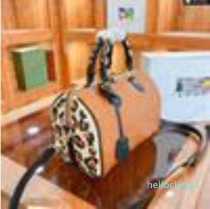 Зеркальное леопардовое печать дизайнер Бостон негабаритный с на ручке женские сумки тиснение монограмм сумка