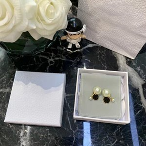 Fashion luxury design button gold letter stud earrings 3D round pearl jewelry earring earwear for ladies with box