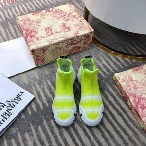 Stilvolles All-Match-Frauen-Stiefel, Ledernähte gestrickt Material gedruckt Graffiti-Design schwarz und grün, rutschfeste Gummi-Außensohle