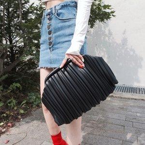 2021 New Hand Female Fashion Simple Temperament Wild Fold Clip Large Capacity Messenger Bag Purses and Handbags Messenger Bags D