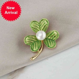 Luxury Crystal Gold Clover Brooches Women Natural Pearl Rhinestone Brooch Pins Accessories Jewelry for Wedding Party Gifts