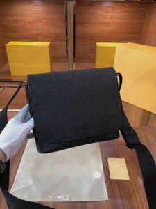 District PM M45271 الكسوف الأسود المغلفة قماش رسول حقيبة رجل مصمم جلدية حقائب الكتف مان فدمال مصممين الصليب الجسم محفظة محفظة الهوايات حمل M44000