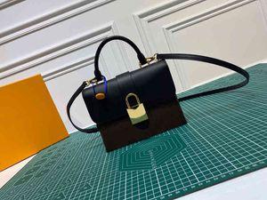 Lüks Tasarımcılar Moda Bayan Zincir Çanta Locky BB Tote En Kaliteli Bayanlar Çanta Debriyaj Çanta Cüzdan Omuz Çantaları M44141
