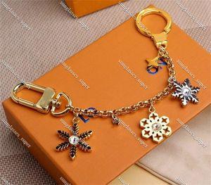 Snow Luxurys Key chain Buckle lovers Car Keychain Handmade Leather Designers Keychains Men Women Bag Pendant Accessories 18 Colors