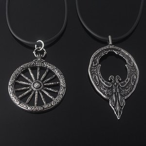Pendant Necklaces Game Bloody Necklace Crow Badge Women Men Fashion Retro Cosplay Jewelry Accessories