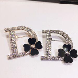 B108 Lapel Letter D Pins Black Flowers Broche Strass Brooches Bijouterias Broach Jewelry For Women Jewlery New