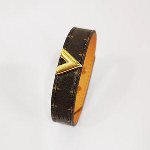 Luxury Designer Jewelry Women Leather Bracelet with Heart Lock Hardware Charm Bracelets Four Leaf Flower Pattern Gold Bag Pendant Hanging Fashion Bijoux Straps