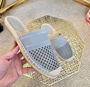 2021 Pariser Mode Strand Hausschuhe Damen Schöne Hausschuhe Sommer Sandalen Frauen Flip Flop Sexy Brief Gestickte Hausschuhe