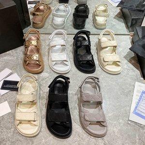 2021 Designer Mulheres Sandálias Preto Branco Grade Padrão Magia Stick Sapatos Versátil Sandália Casual Sandália Velcro Flat Estilista Sapato tamanho 35 a 41