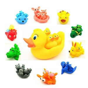 2019 Cute Lovely Mummy And Baby Rubber Race Squeaky Ducks Family Bath Toy Kid Game Toys 1 Big 3 Small Duck Animalking Shower Toy 1045 Y2