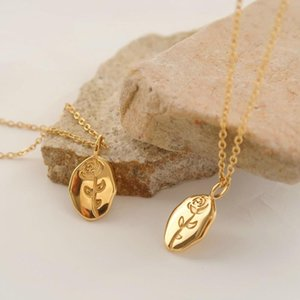 Pendant Necklaces Niche Simple Rose Flower Necklace Stainless Steel Oval Clavicle Chain Titanium Plated 18K Gold