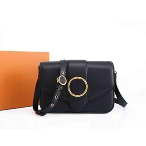 2021 Лучшие сумки на плечо Сумки для пробежки Женщины Сумки Кожаный материал Обрабатый мессенджер Стиль стиль дизайн 23см