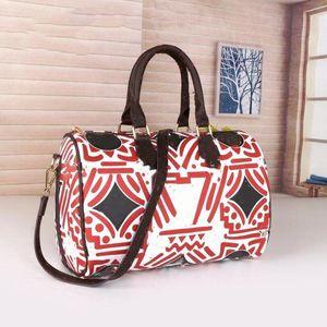 Gradient Totes подушка сумка качества плеча кроджобищные сумки женщин ретиро печатных букв сумка классическая молния внутренняя кармана большая емкость Tote 33см