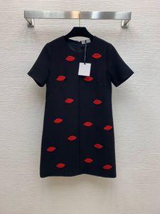 320 2021 Frühling Sommer A Line Kurzarm Kleid Prom Mode Rundhalsausschnitt Flora Druck über Knie Marke Gleiche Stil Schwarz Rot Perlen Weibin