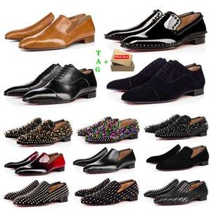 Бренд мужская красная нижняя обувь дизайнеры с низким плоским заклепками мужчина деловой банкетный платье обувь роскошь патент замшевые шипы подлинный стилист