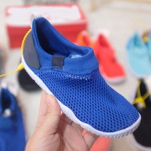 good quality 2021 early spring Fashion Children Design of breathable Mesh surface slippers black white red and green sliding shoes