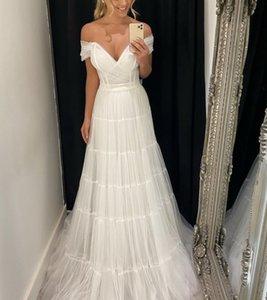 Beach Wedding Dresses 2022 A-Line Bridal Gowns Pleats Ivory Tulle Boho Middle East Dubai Off Shoulder Floor Length robes de mariée