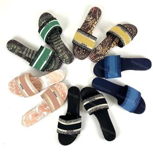 2021 Top quality Womens man Luxury designer Slippers Summer Sandals Beach Slide Slippers Ladies Flip Flops Loafers Sexy Embroidered Floral sneakers with box