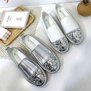 Серебряные мокасины Bling Crystals Круглые кожаные кожаные туфли с круглым носям.
