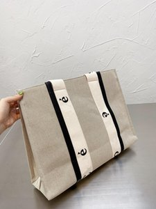 2021 latest very beautiful French fashion classic canvas beach bag large capacity high quality purchasing wholesale