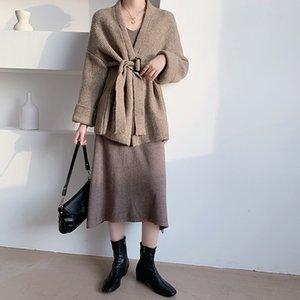 Il cappotto della giacca del maglione del laccio del cardigan lavorato a maglia delle donne invernali è alla moda e versatile